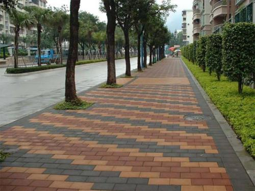 凯里人行道彩砖的反碱处理方法介绍
